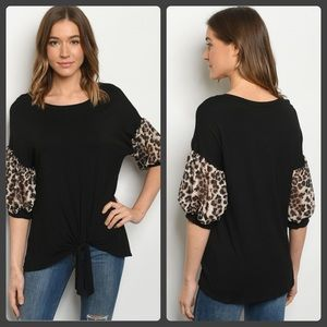 ❤️black tie front top with leopard print sleeves